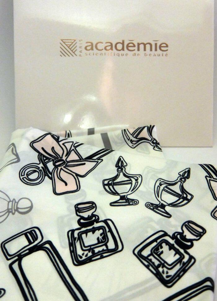 Académie Scientifique de Beauté shawl