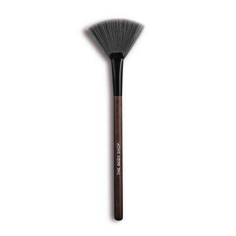 fan-highlighter-brush