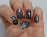 Simple Halloween nail art idea - spider web nail art ...