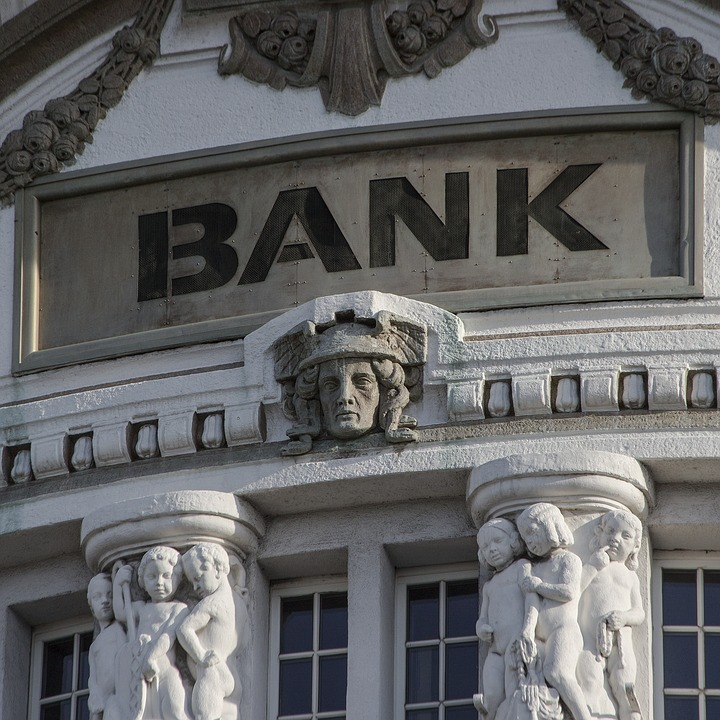 How to Avoid Being Stung by Banking Fees? Bank