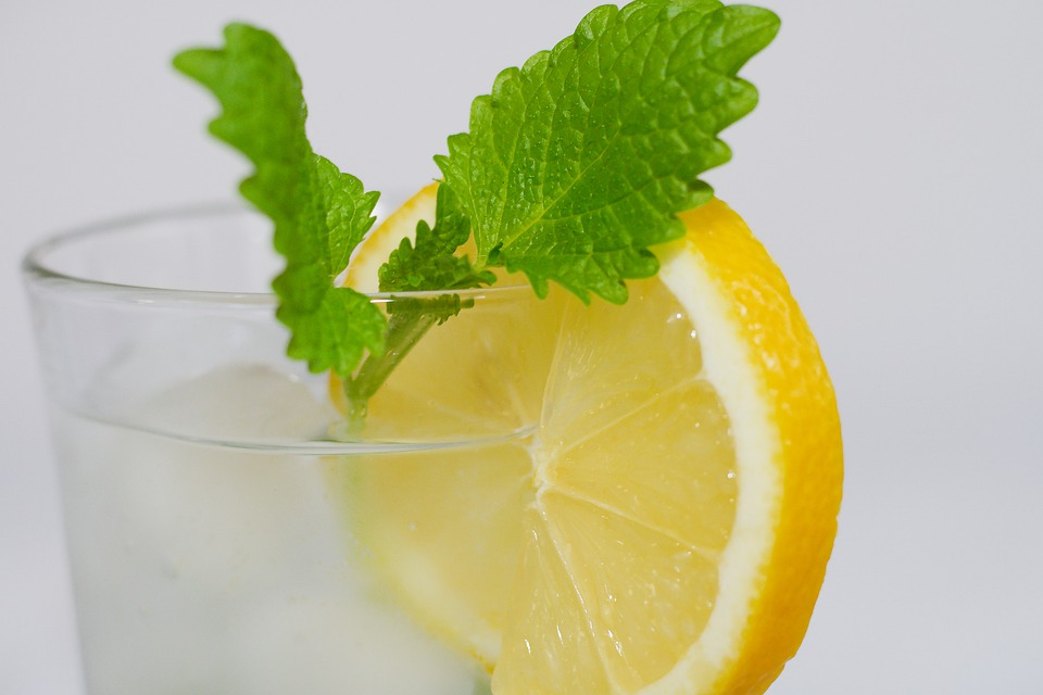 Here's a Natural Way to Shed Water Weight Lemon Drink