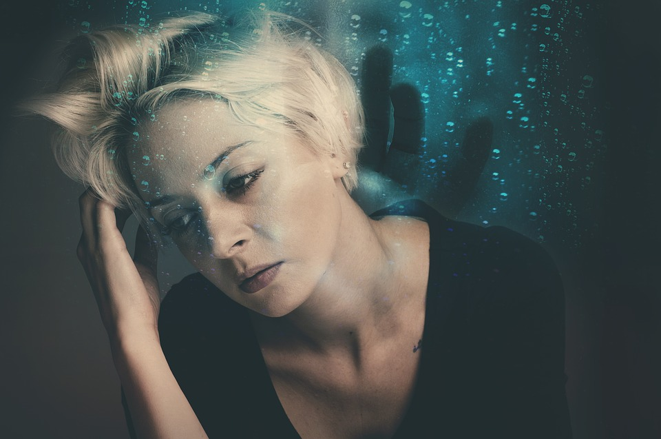 woman-worrying
