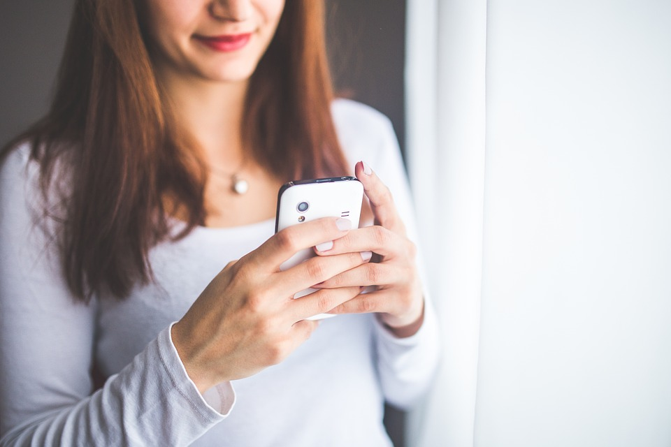 6 Easy Ways for Curbing Smartphone Use Woman Using iPhone