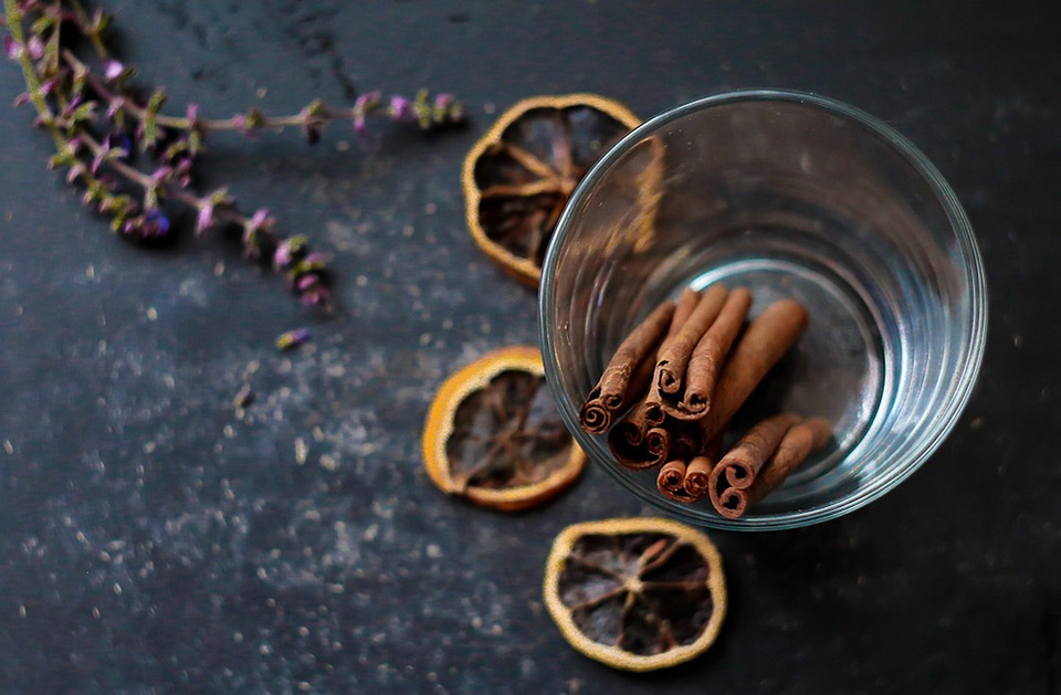 Cinnamon & Lavender Natural Remedies to End Smelly House Odors