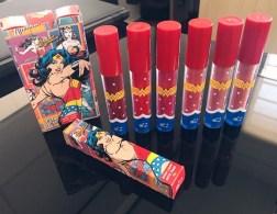 Coleção de batons Oficial da Wonder Woman by T. Blogs - Coleção de batons Oficial Wonder Woman by T. Blogs