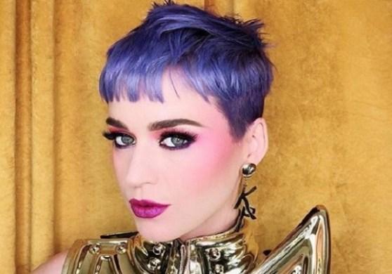 """Katy Perry pinta os cabelos na cor """"blueberry"""""""