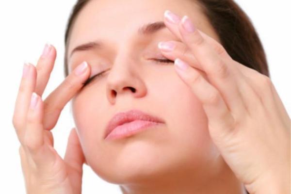 Posso usar óleo de rícino nos cílios e sobrancelhas?