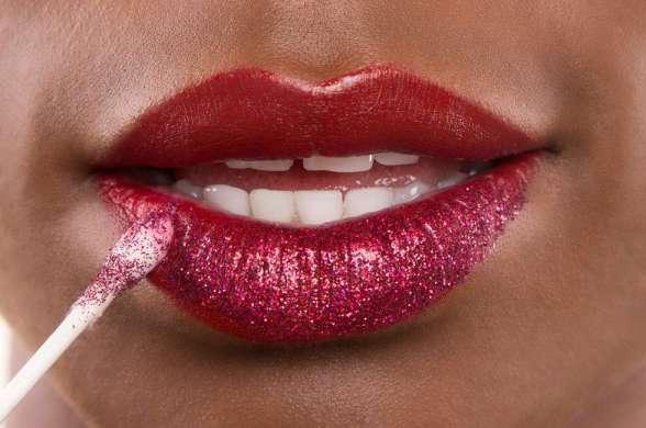 Como usar batom com glitter?