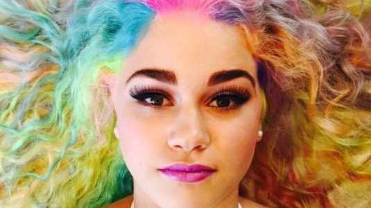 Coloridos: A tendência dos cabelos coloridos na moda 2017