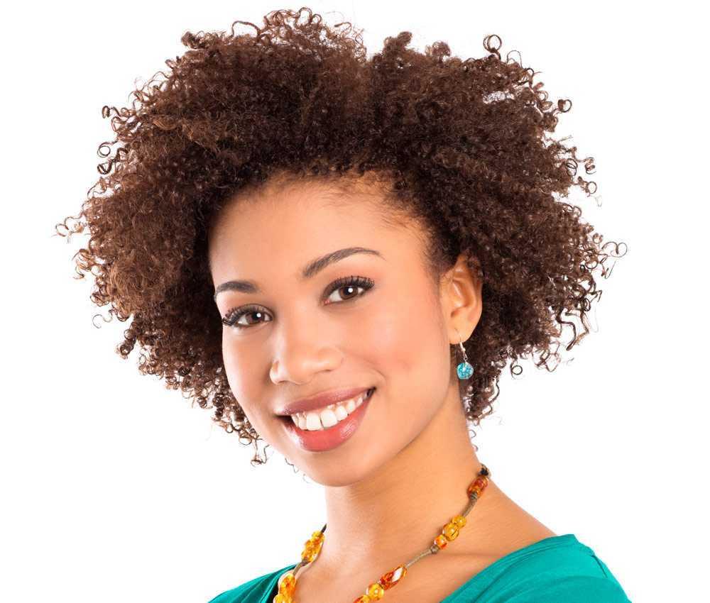 Femme afro cheveux