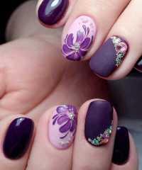 Unghie Ultra Violet: tendenze Nail art e Smalti
