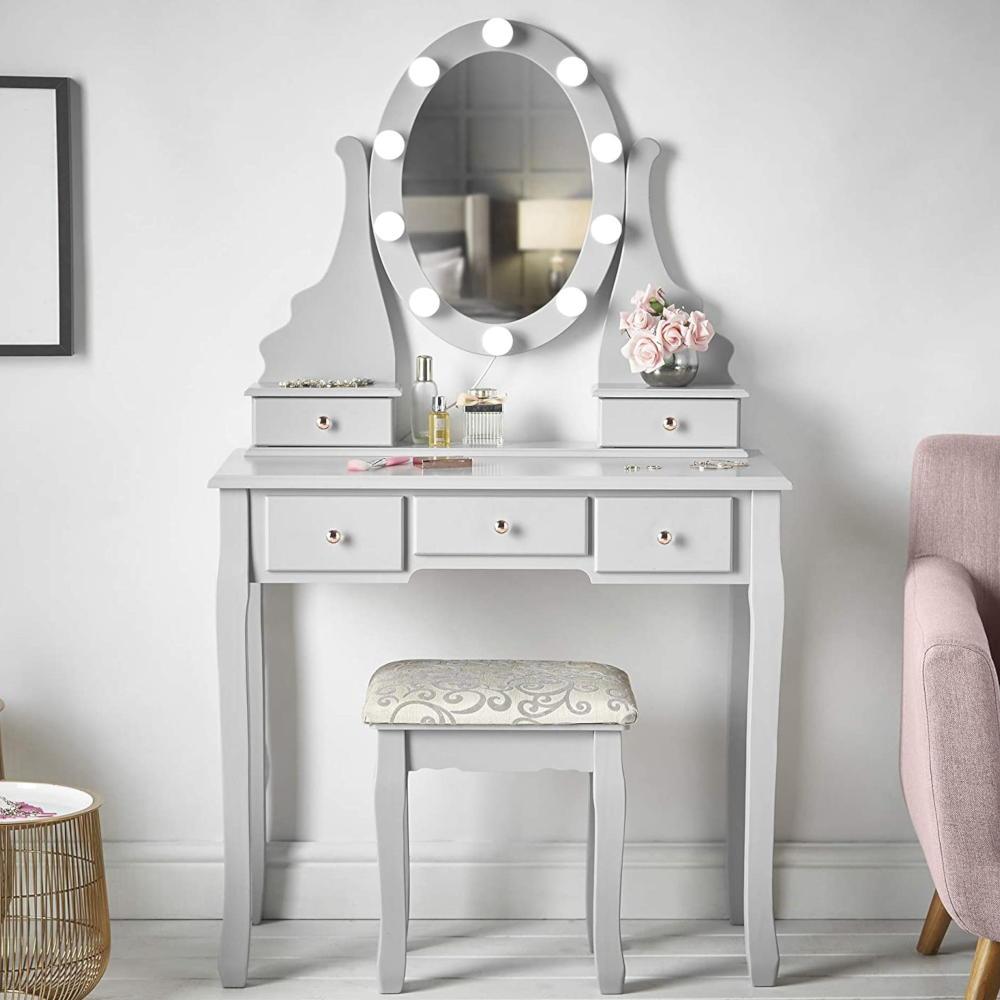 Il perimetro della specchiera è decorato con 12 lampadine a led con luce bianca, morbida e naturale, perfetta per illuminare il tono. Postazione Trucco E Specchiere Make Up Le Piu Belle