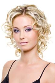 mind-blowing short curly haircuts