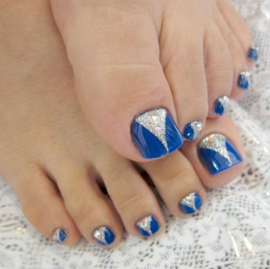 Two Tone Glittered Toe Nail Art Design