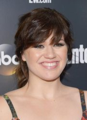 trendy kelly clarkson hairstyle
