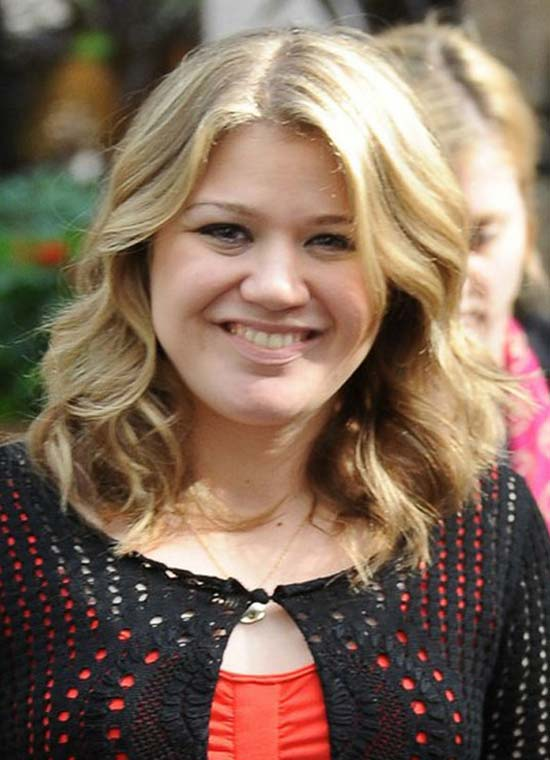 Kelly Clarkson Shoulder Length Curly Hairstyle