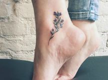 65 Cute and Inspirational Small Tattoos & Their Meanings ...