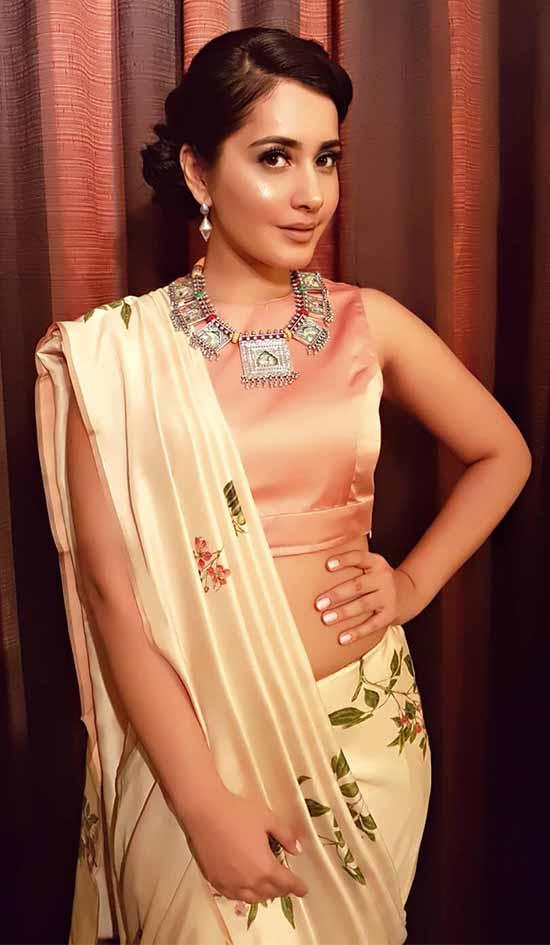Rashi-Khanna-In-Cream-Saree