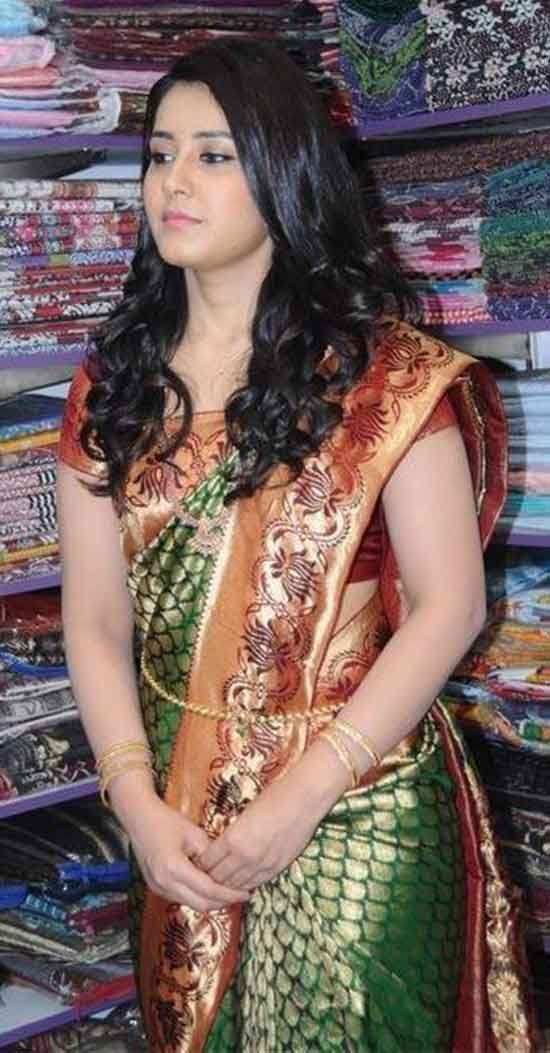 Rashi-Khanna-In-Green-Banarasi-Saree