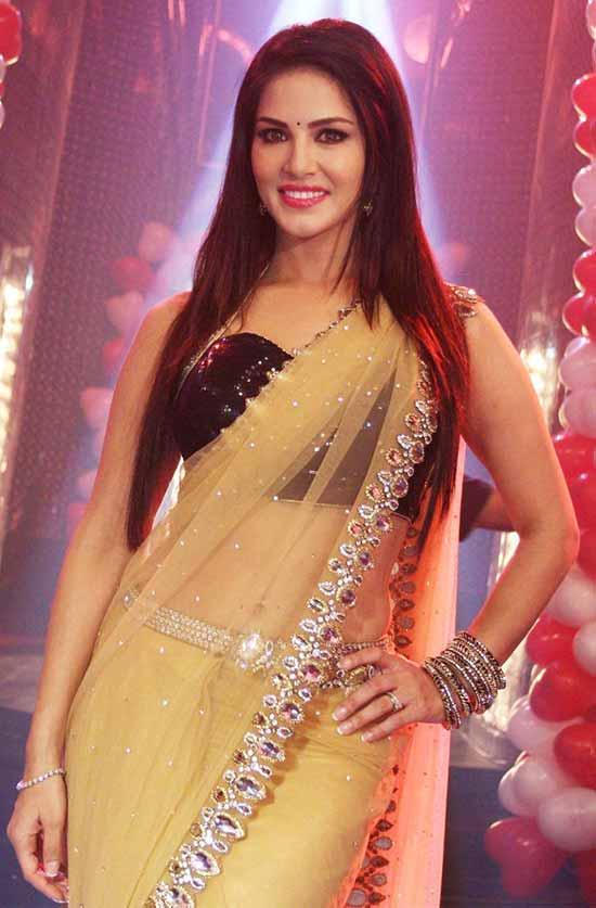 Sunny-Leone-In-Cream-Net-Saree