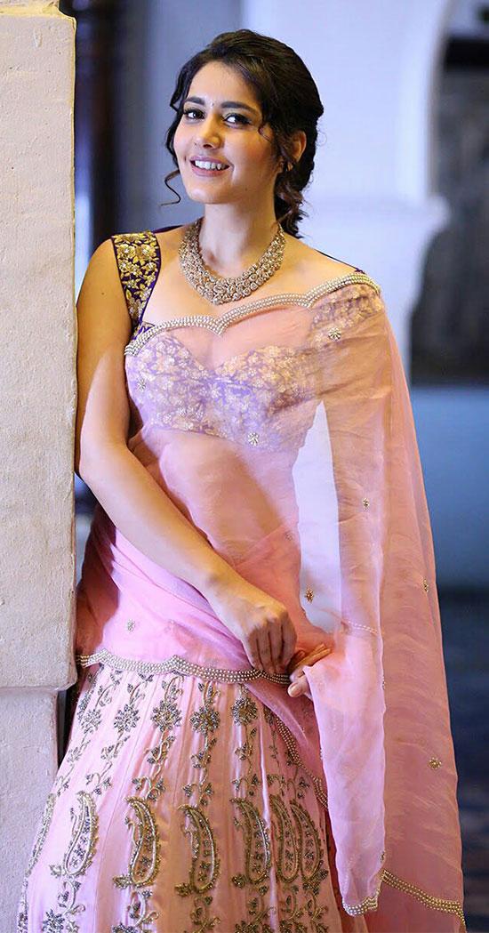 Rashi-Khanna-In-pale-Pink-Saree