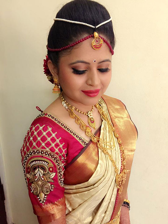 Traditional-Southern-Indian-bride-wearing-bridal-silk-saree-and-jewellery