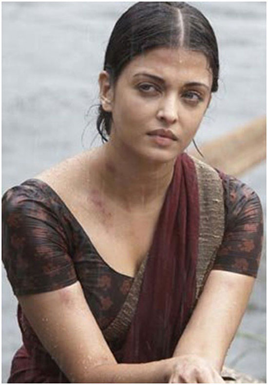 aishwarya-rai-in coffice color saree