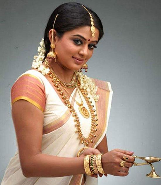 priyamani in kerala saree