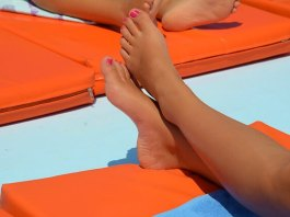 sunburn can cause itchy shins