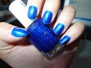 nail of day essie aruba blue