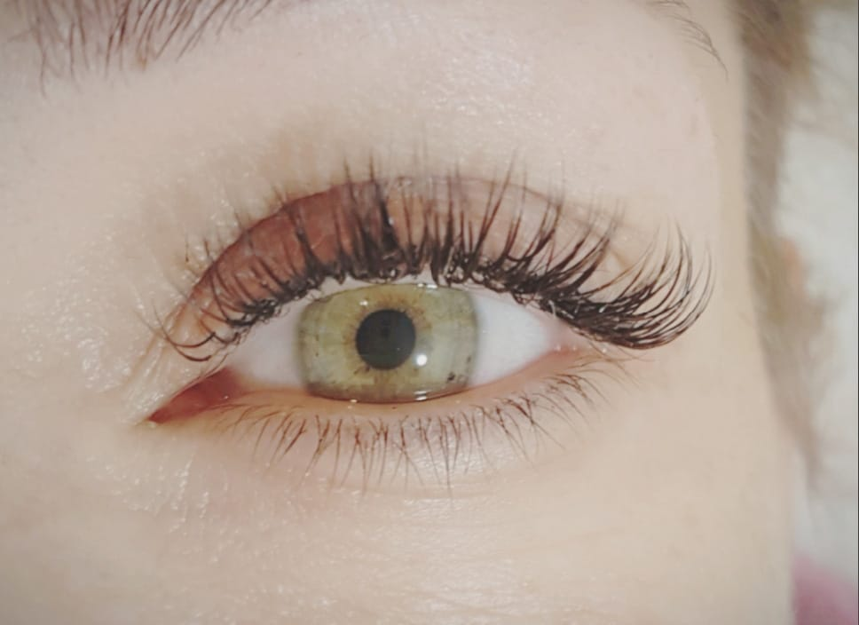 Professionelle Winpernverlngerung  Lash Extensions in Berlin