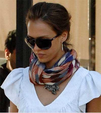 celebrity-in-scarf
