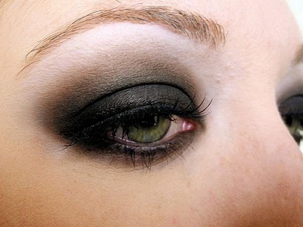 Dark and Smoky Eye shadow