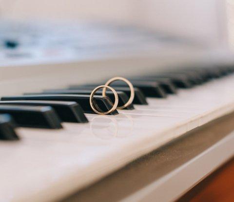 jazz music, piano, wedding ring