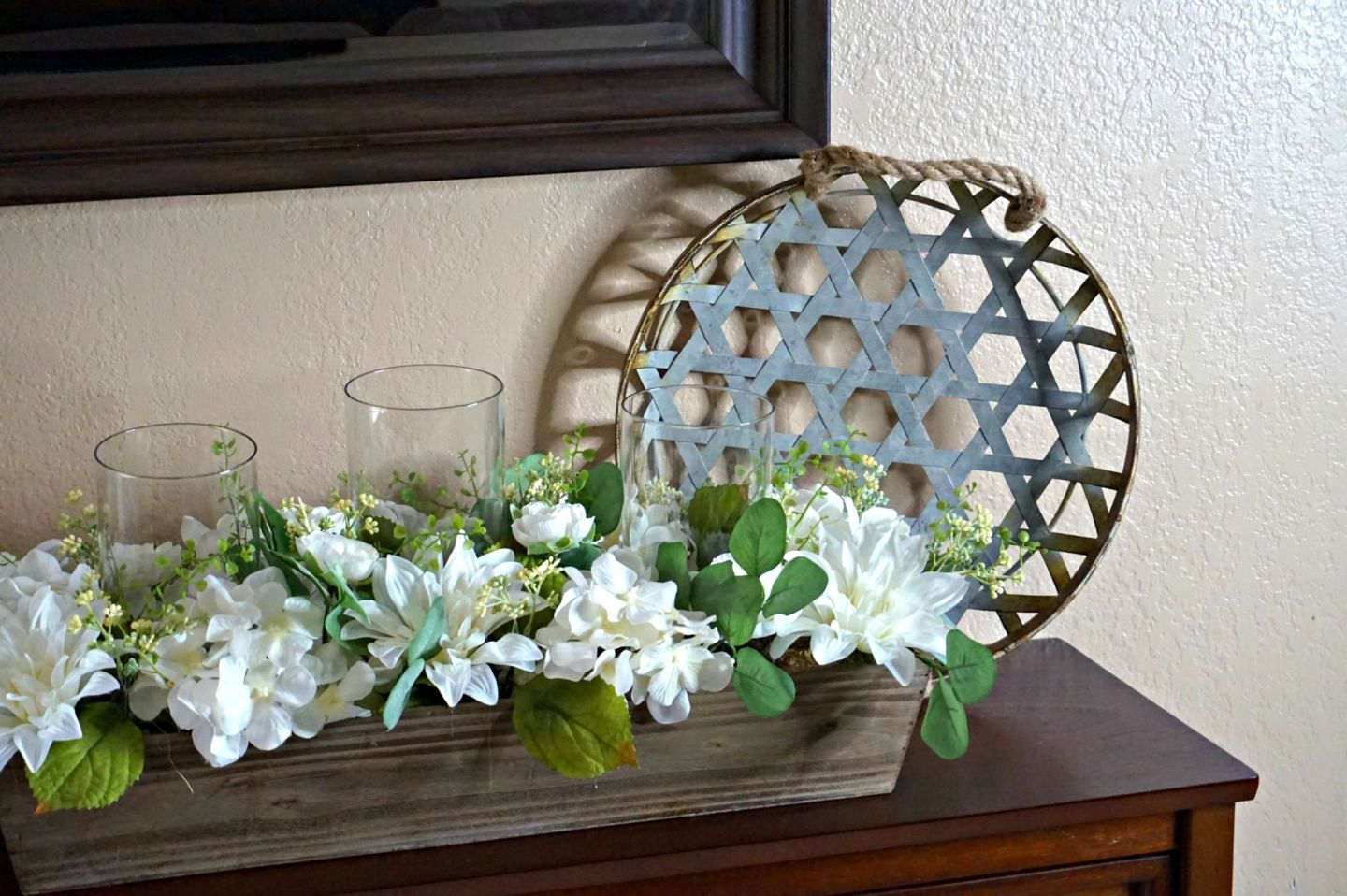 How To Decorate A Small Entryway // How To Decorate A Small Space // Small Space Solutions // How To Decorate // Rustic Chic Decor // Decorating Tips | Beauty With Lily #ad #homedecorlover