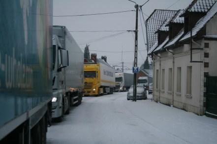 camions sous la neige