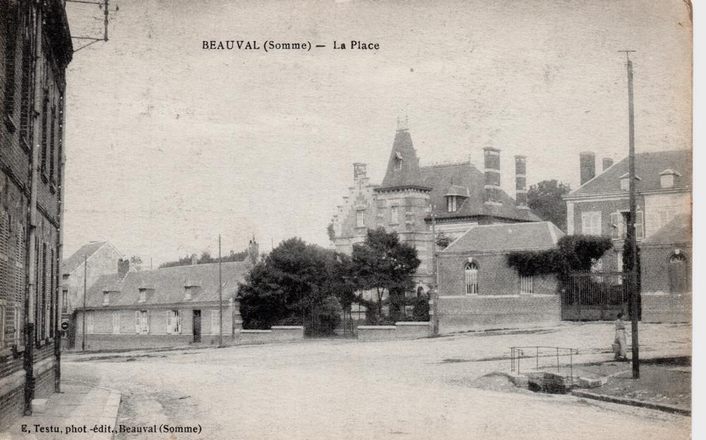 Place du village sans le monument aux morts