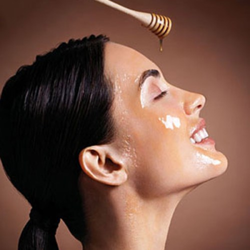 How to Moisturize the Face Skin Naturally