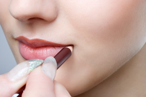 How To Make Lips Thinner Naturally