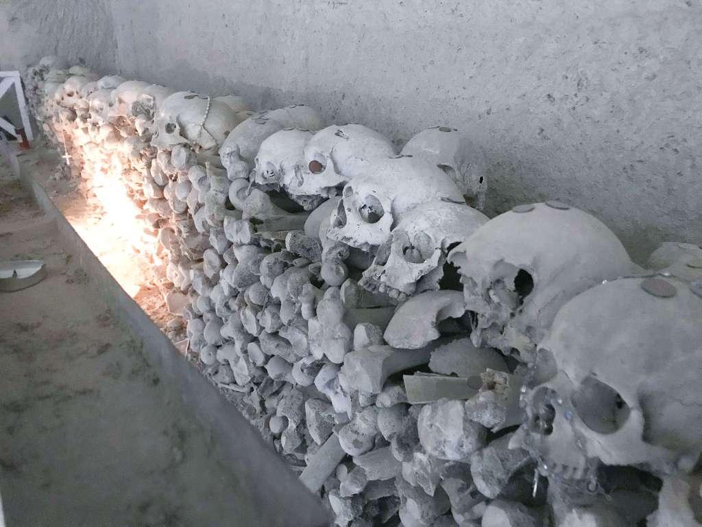 cimitero delle fontanelle 10