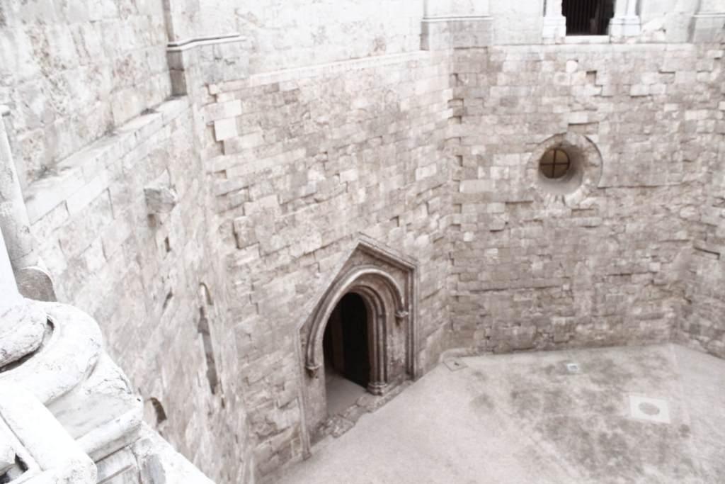 cortile interno castel del monte