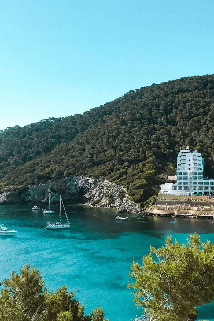 Cala Llonga- La spiaggia più bella d'Ibiza e perchè amarla