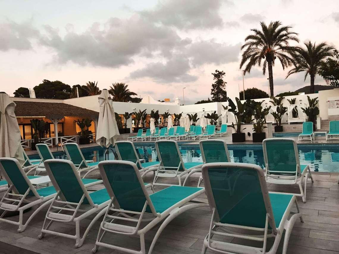hotel Playasol cala tarida piscina 2-min
