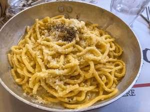 cucina romana- cacio e pepe-min