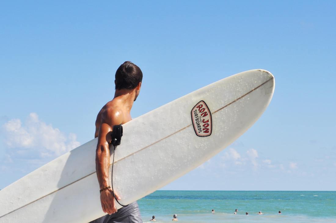 Surf in grecia alex-shutin-203873-unsplash-min