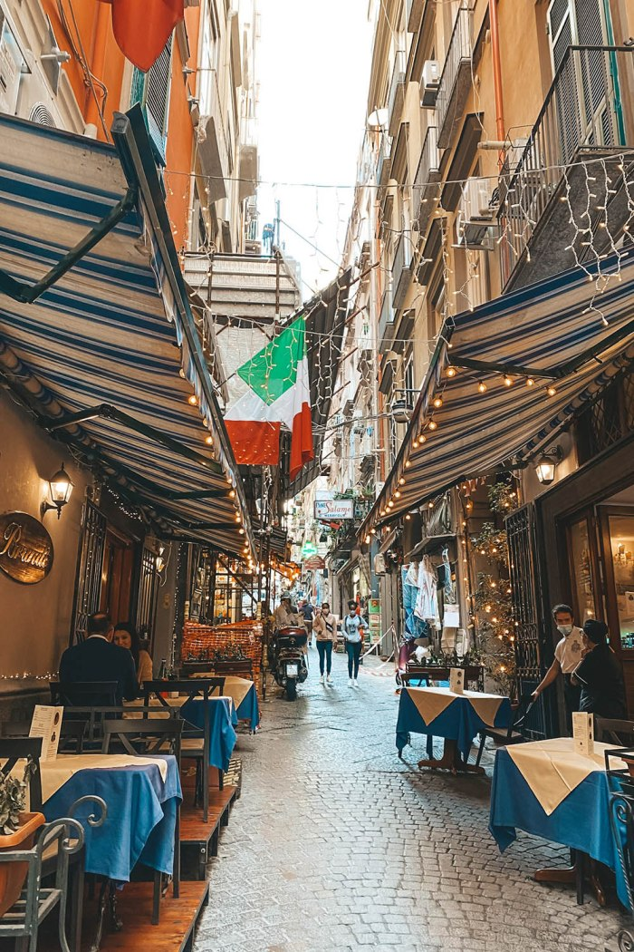 The shopping streets in Naples