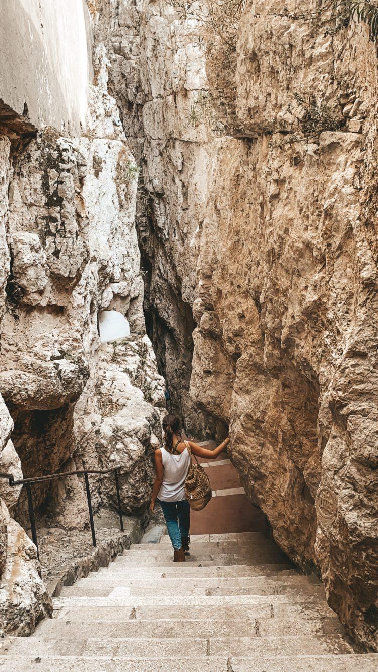 Montagna spaccata di Gaeta e mano del turco