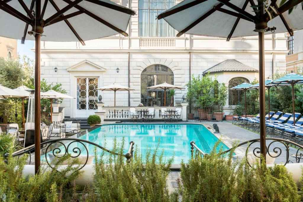 Palazzo Dama-hotel with a pool in Rome