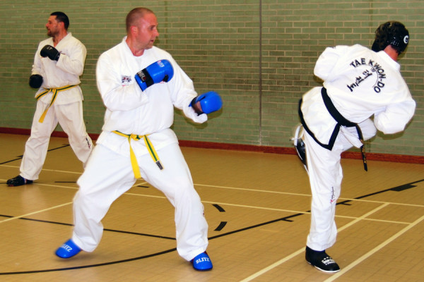 sparring-practice-beccles-taekwondo-1