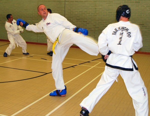 sparring-practice-beccles-taekwondo